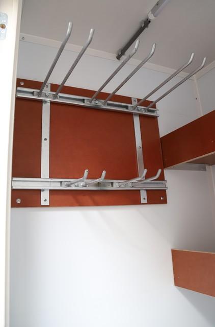 Schaftwagen 8p. met berging en toilet en interieur huren