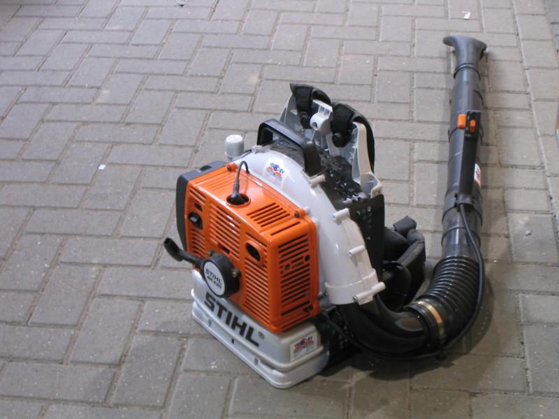 Bladblazer 56,5 m³/ benzine huren