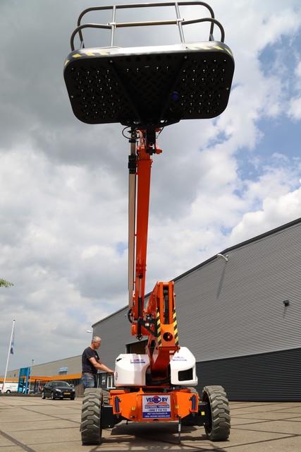 Knik-telescoop hoogwerker 21m hybride 4x4 zelfrijdend huren